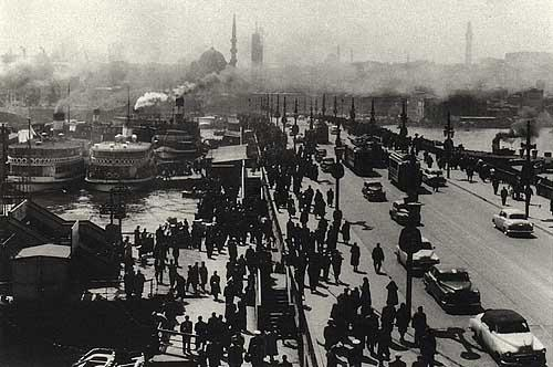 IstanbulOldGalataBridgeAraGuler