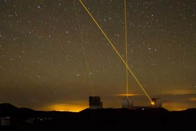 Keck-Telescopes-in-motion-1