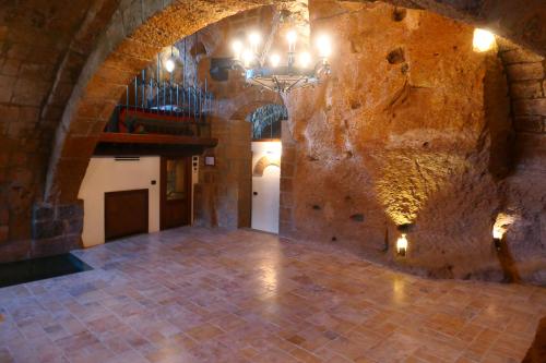 Apt cellar